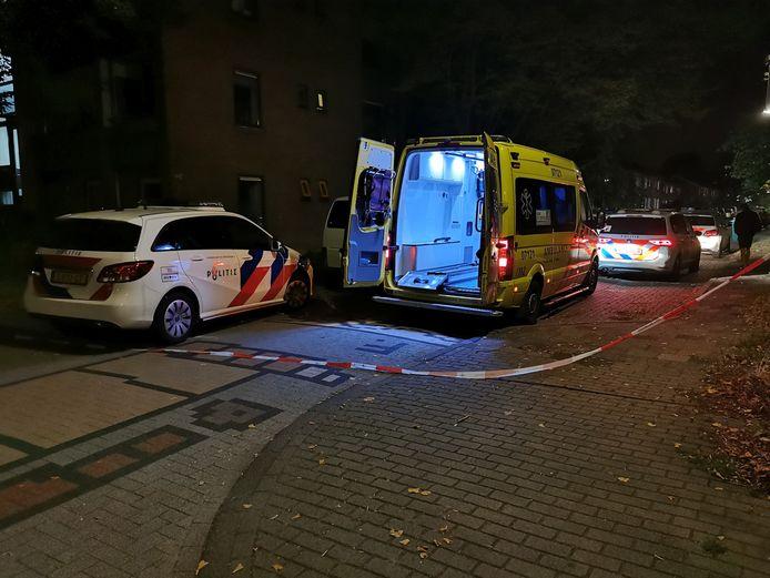 Aan de Vanenburgstraat in Wageningen heeft een nachtelijke steekpartij plaatsgevonden. De dader is nog voortvluchtig.