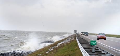 Vrouw komt om het leven bij ernstig ongeval op dijk Lelystad-Enkhuizen
