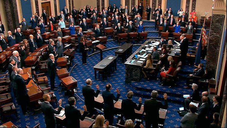 De Senaat wordt ingezworen voorafgaand aan het impeachmentproces tegen president Trump.  Beeld AP