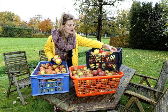 Rosemarijn en de laatste appels van het seizoen. De 25-jarige werd voor 'De Jonge 100' genomineerd. Als 'visionair' staat ze op de lijst van Nederlands meest veelbelovende en inspirerende jongeren.