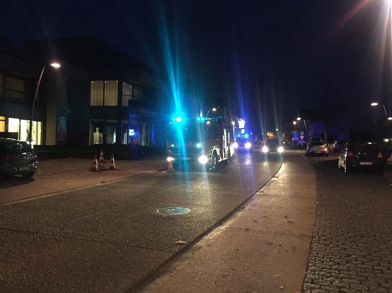 De brandweer was een hele tijd zichtbaar op het dorpsplein