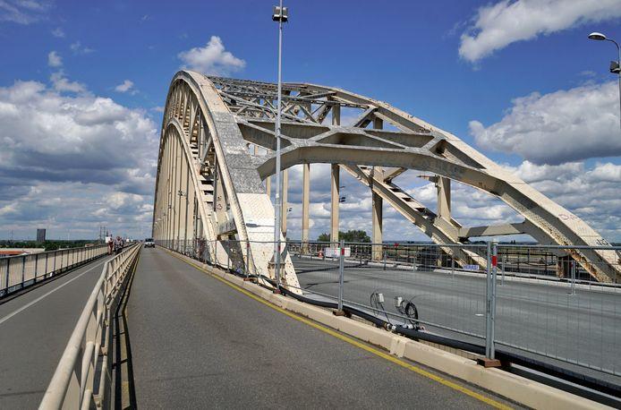 De renovatie van Waalbrug is na bijna anderhalf jaar bijna helemaal af.