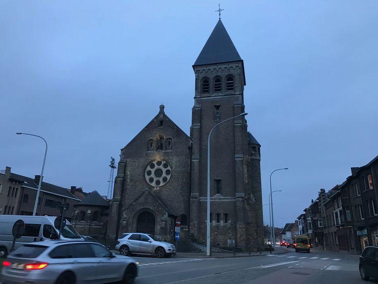 Aan de Heilig Hartkerk in Aalst staat een 'te koop'-bord.