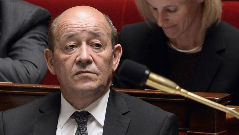 De Franse minister van Defensie Jean-Yves Le Drian beklaagde zich er maandag nog over dat de Fransen er in het noorden van het land grotendeels alleen voor staan. Beeld afp