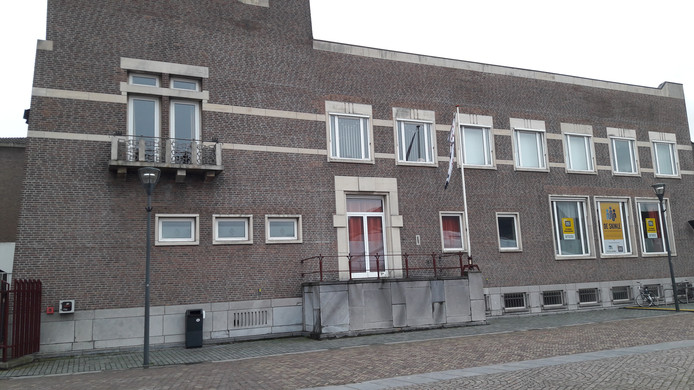 Winy Maas ziet de trappen naar het bordes graag weer terugkeren in Schijndel. Tevens zou hij een grote trap naar het dak van het oude gemeentehuis willen realiseren.