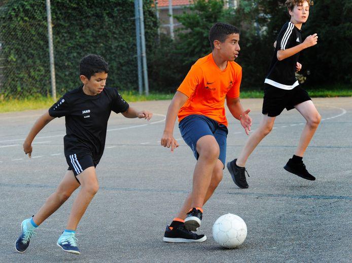 Het duel in de Street League, tussen de van Bloemenlaan en Paauwenburg.