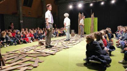 Kleuters genieten van theatervoorstelling De Gruffalo