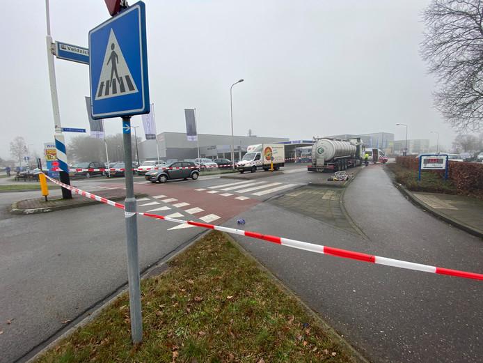 De Lokhorstweg in Ermelo werd na de aanrijding afgesloten voor onderzoek.