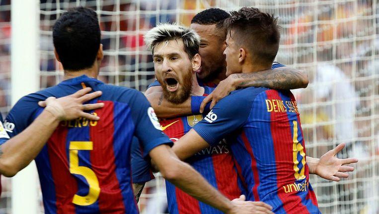 Lionel Messi scoort de winnende treffer uit een strafschop. Beeld EPA