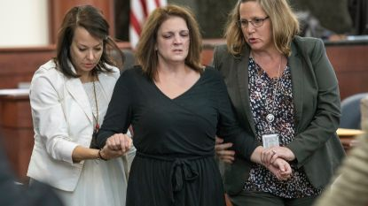 """""""Mijn schatjes!"""" Mama breekt op proces van ex-man die hun vijf kinderen vermoordde"""