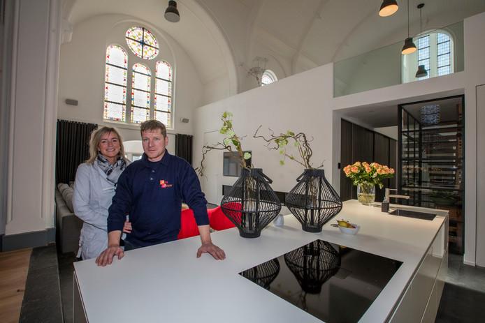 Erwin Das en zijn vriendin Sylvia wonen in de kerk van Hulsel.