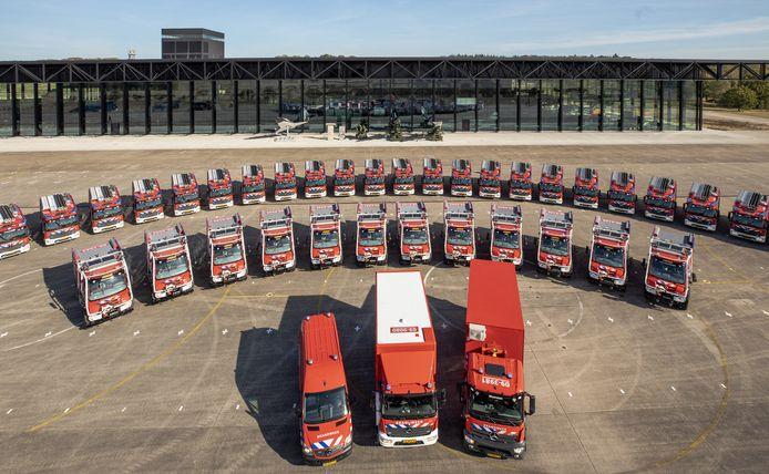 De Veiligheidsregio Utrecht presenteerde eind vorig jaar het nieuw aangekochte materiaal. Veertig tankautospuiten en bosbrandweerwagens stonden opgesteld voor het Nationaal Militair Museum op de voormalige vliegbasis Soesterberg.
