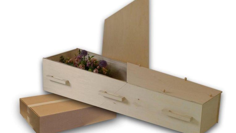 De kist is na uitpakken op 'IKEA-stijl' in elkaar te schuiven en is binnen een kwartier gebruiksklaar. Beeld Chistann