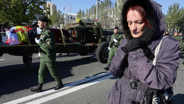 Een vrouw rouwt om het overlijden van de pro-Russische rebellencommandant Arseny Pavlov. Beeld afp