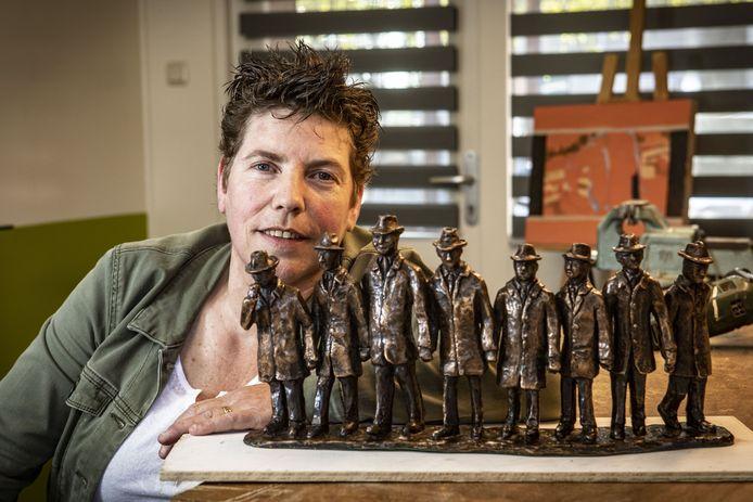 Mathilde Damhuis heeft belangeloos een beeld van de Poaskearls in Ootmarsum gemaakt.