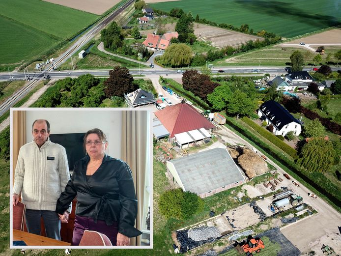 Tom en Els Bakker en de woning waarover zoveel strijd is geleverd in Elst.
