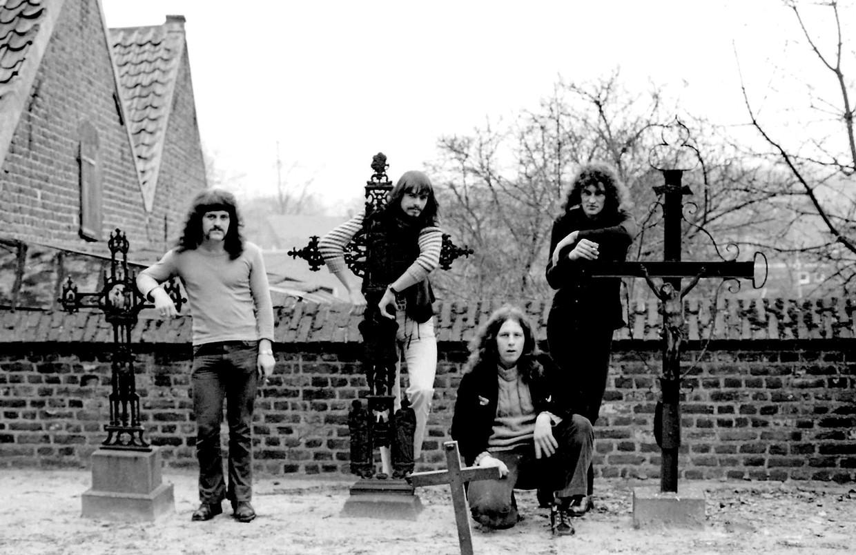 Een foto uit 1974, Piet Hölskens staat uiterst links. Hans Martens staat niet op de foto.