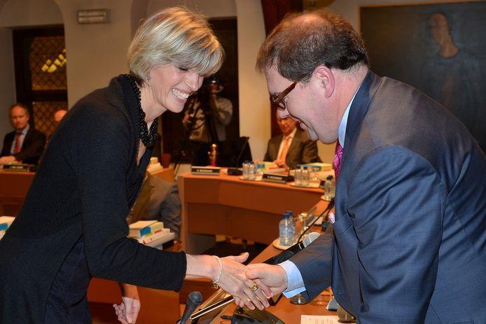 Ilse Uyttersprot met burgemeester Christophe D'Haese.