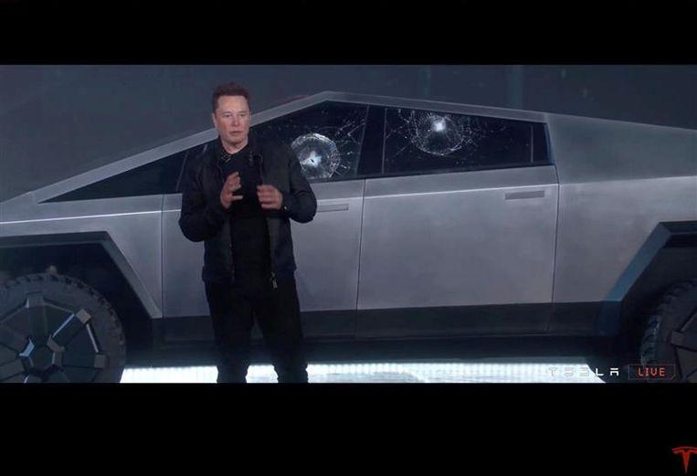 Elon Musk bij de Cybertruck. Beeld Reuters