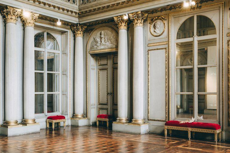 Het Italiaans salon, ook wel het danssalon genoemd, met een prachtige parketvloer