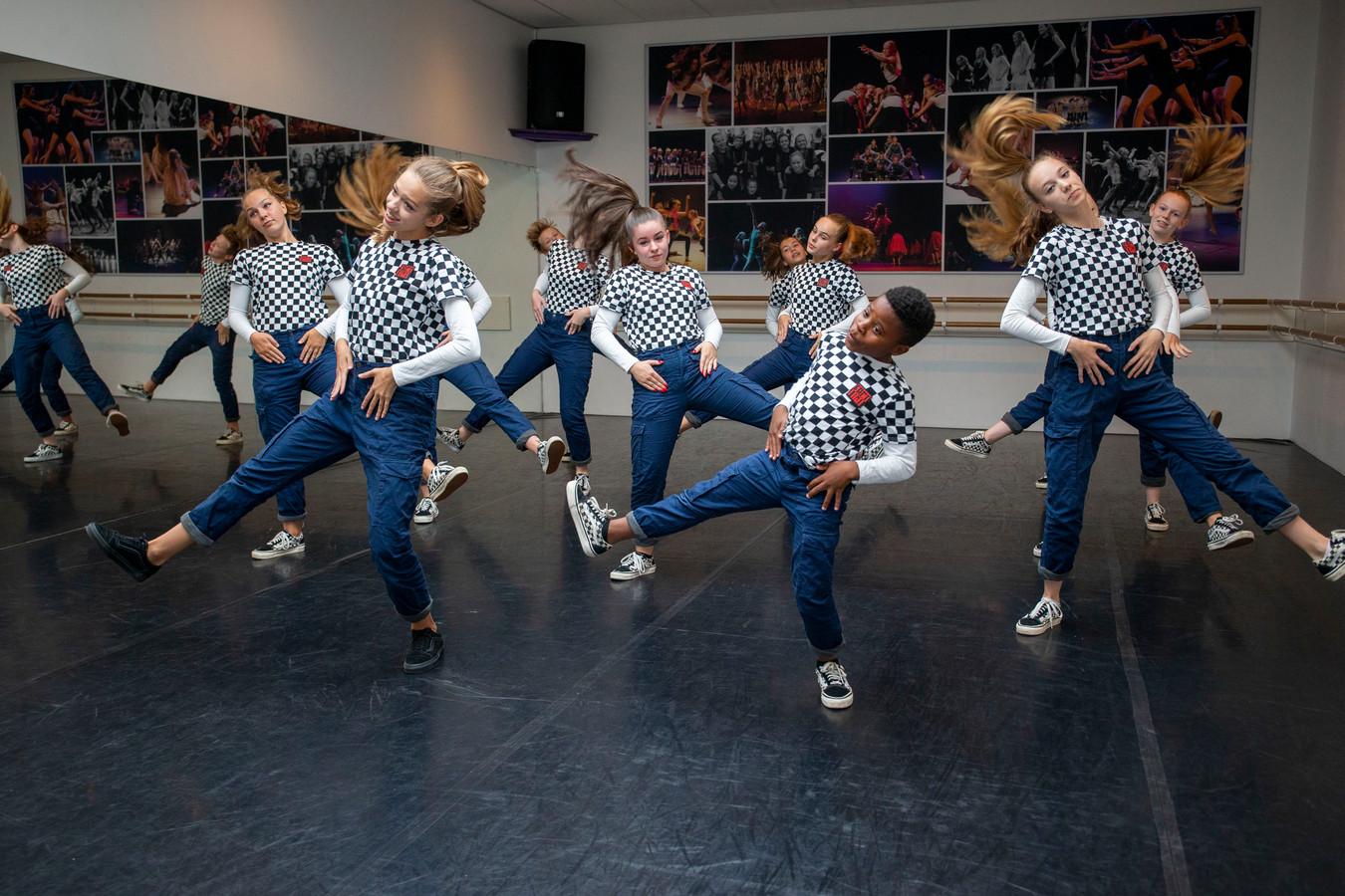 Dansteam Lil Legends van dansschool iMove zijn derde geworden bij het WK Streetdance in Blackpool.