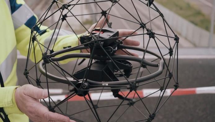 Eén van de nieuwe drones die NS gebruikt voor inspectie van stations en gebouwen.
