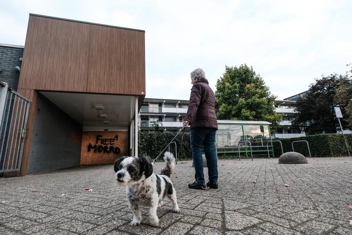 De hangplek in de Pelkwijk bij de voormalige Plus-supermarkt.