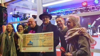 Brasschaat toont zijn warm hart : glazen Radiohuis zamelt recordbedrag van 12.647,90 euro in
