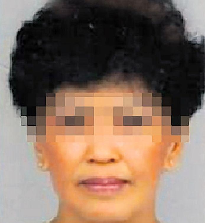 Tjahjani L.uit Wateringen wordt verdacht van oplichting, diefstal, witwassen en valsheid in geschrifte.
