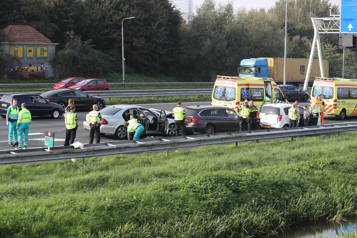 Ongeluk op de a13 bij Delft.