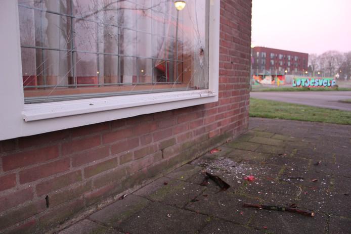 Onbekenden hebben op oudjaarsavond brand gesticht met wasbenzine in wijkcentrum Slotjes.
