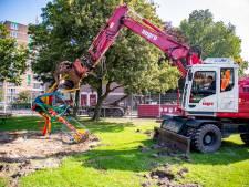 Zweefmolen in speeltuin Oranjekwartier na vijftig jaar uitgedraaid