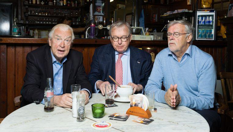 Van links naar rechts: Henk van de Meyden, Thomas Lepeltak en Cees Koring in Café Scheltema. Beeld Ivo van der Bent