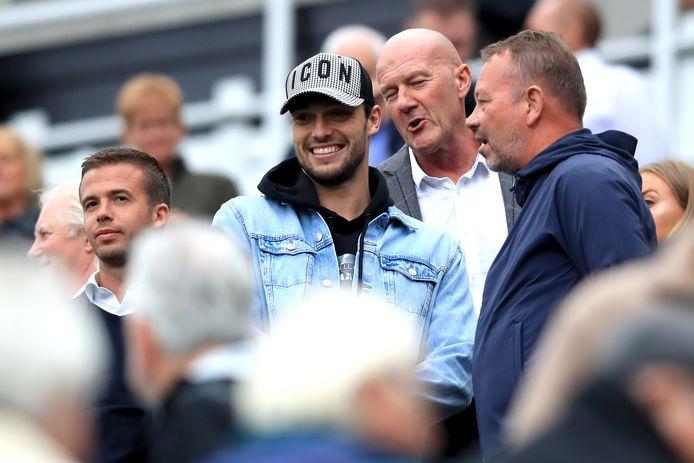 Andy Carroll, terug bij Newcastle United, keek nog toe vanaf de tribune.