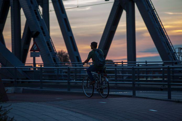 Ook op de IJsselbrug was de verlichting uitgevallen.