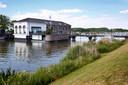 Aan het Kanaal van Steenenhoek staat het voormalige stoomgemaal. Dat is sinds een tijdje een woonhuis.