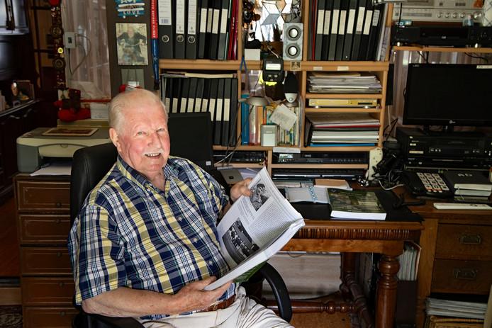 Ad Hermens raakte na zijn eerste ontdekte oorlogsattribuut na de bevrijding in de ban van de Tweede Wereldoorlog.