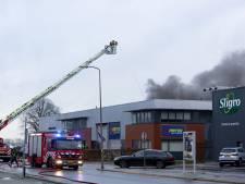 Bedrijven gedupeerd na brand in bedrijfsverzamelgebouw in Almelo
