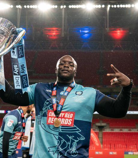 Klopp en Van Dijk feliciteren Akinfenwa (102 kilo) met promotie: 'Geniet ervan, big man'