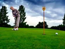 Elly Majoor (74) golft, omdat tennissen niet meer mag