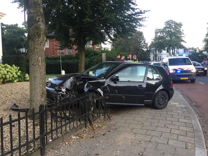 Golf total loss na eenzijdig ongeval in Apeldoorn.