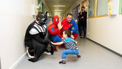 Superhelden op bezoek in jarig Kinderziekenhuis