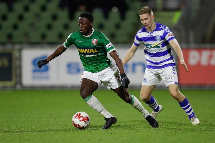 Robin Polley in het duel met De Graafschap afgelopen seizoen, waarin hij een fraaie treffer produceerde voor FC Dordrecht dat de verdediger opnieuw huurt van ADO Den Haag