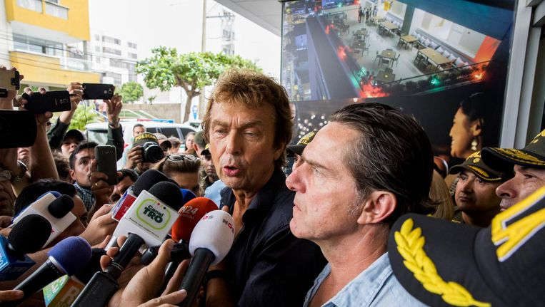 Derk Bolt en cameraman Eugenio Follender na hun vrijlating. Beeld ANP