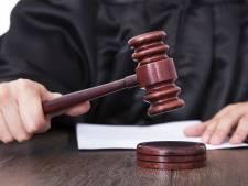 Man uit Borne veroordeeld voor spugen naar agente en schreeuwen 'fuck corona'