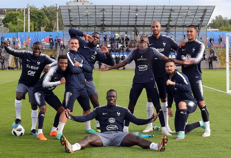 De Fransen amuseren zich alvast kostelijk op training.