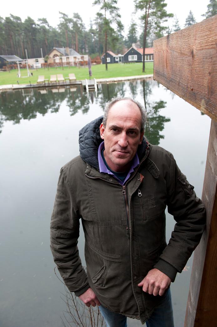 Eigenaar Marc Flipsen van landgoed Sollewerf in Beekbergen moet een aantal gebouwen slopen, anders volgen dwangsommen. De Raad van State buigt zich nu over de rechtmatigheid van de dwangsommen.