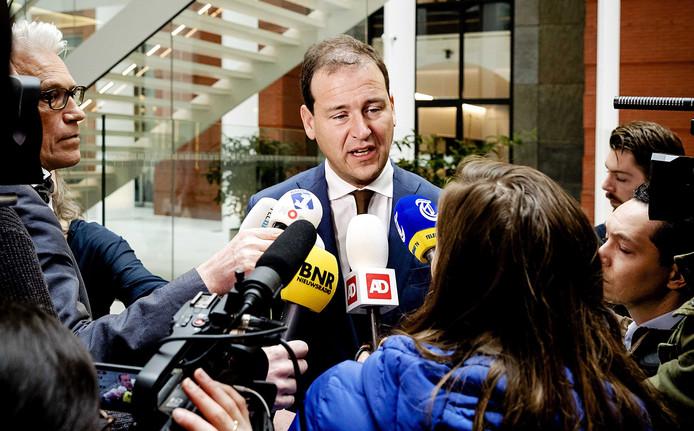 Vicepremier Lodewijk Asscher is in gesprek met media na een overleg met vertegenwoordigers van Turkse organisaties over de diplomatie rel tussen Turkije en Nederland.