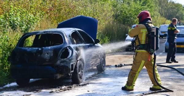 Weer brand aan de Nuijeneind in Bakel; auto gaat in vlammen op.