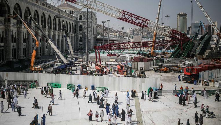 De kraan die vorige week op de grote moskee al-Masjid al-Haram in Mekka viel. Beeld ap